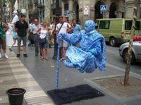 - Живые статуи Рамблас